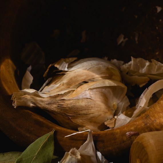 Ajo y laruel – garlics and laurel